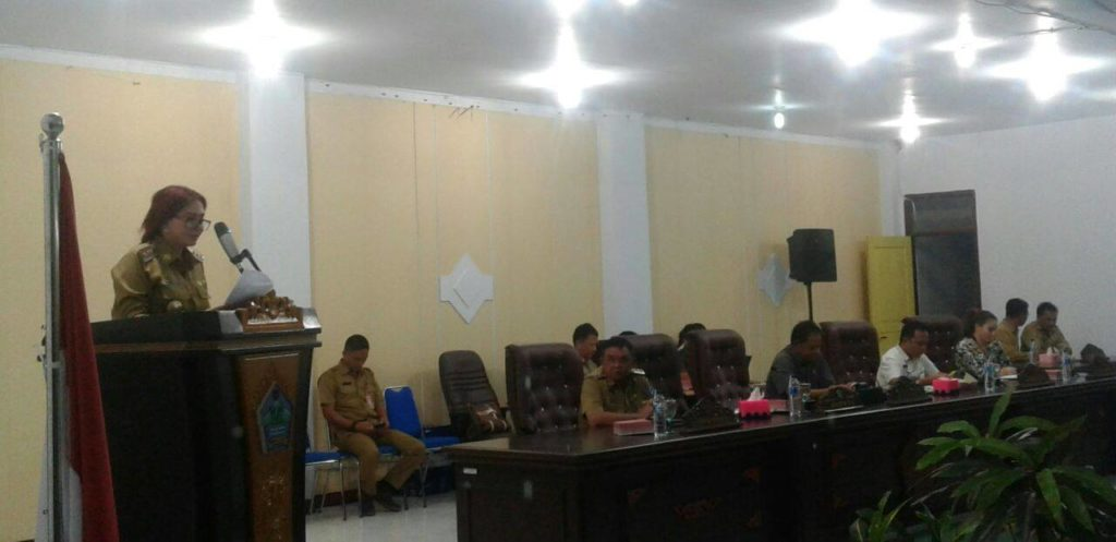 Bupati Minut, Vonny Aneke Panambunan (VAP) dalam Rapat Ranperda OPD bersama DPRD Minut