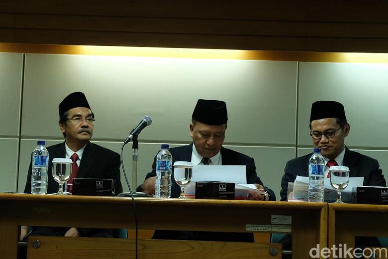 Menristek Dikti M Nasir dan jajarannya mengumumkan peringkat perguruan tinggi di Indonesia
