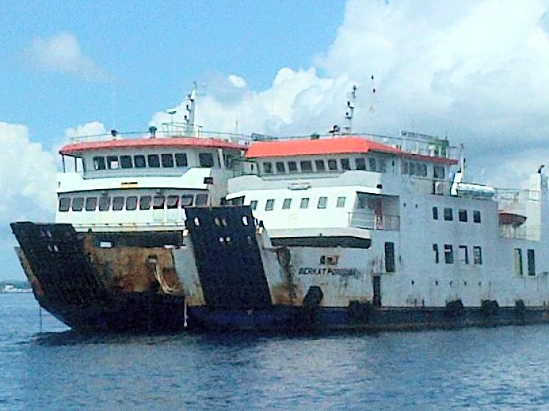 Dua kapal Feri milik PDAP, KMP Berkat Porodisa dan KMP