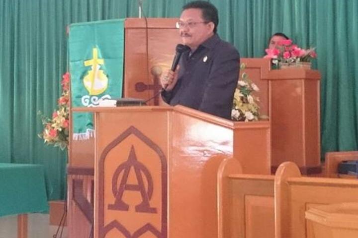 Wawali Maurits Mantiri saat memberikan Sambutan di ibadah Lansia GMIM Bitung di Lembeh