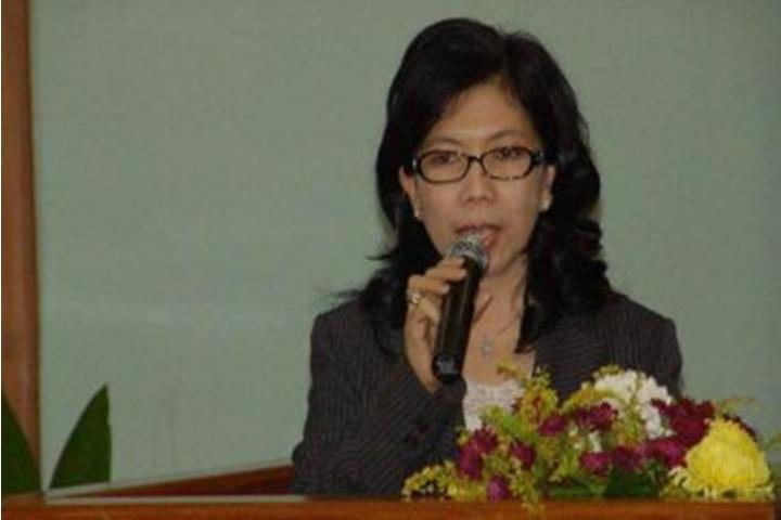 Rektor Unima yang baru, Prof Dr Ir.Paula Runtuwene,MSi DEA