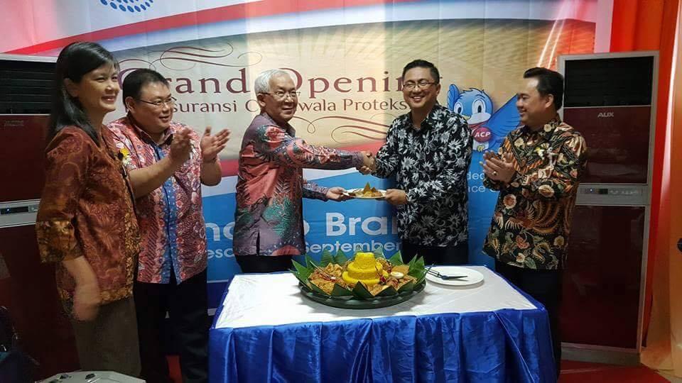 Foto dari kiri. Grace Juliana, Dobias Iskandar, Sujaya Dinata Pangestu, Ronald Sigar, dan Nico Prawiro.