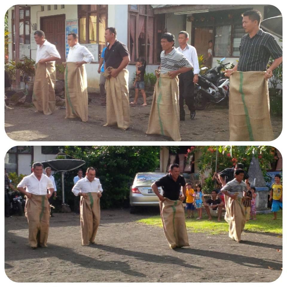 Para peserta lomba lari karung dalam perayaan HUT P/BP wilayah Bitung V.