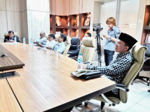"""Melky Pangemanan (Sebelah kanan) dalam diskusi terbatas """"Menuju Pilkada 2018"""""""