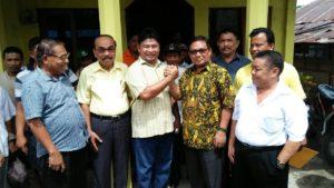 Moktar Arunde Parapaga (MAP) usai mendaftarkan diri di DPD Partai Golkar (PG) Talaud sebagai Calon Bupati. Diterima langsung oleh ketua DPD Max Lua, Sekretaris Arthur Binei dan Ketua Fraksi PG
