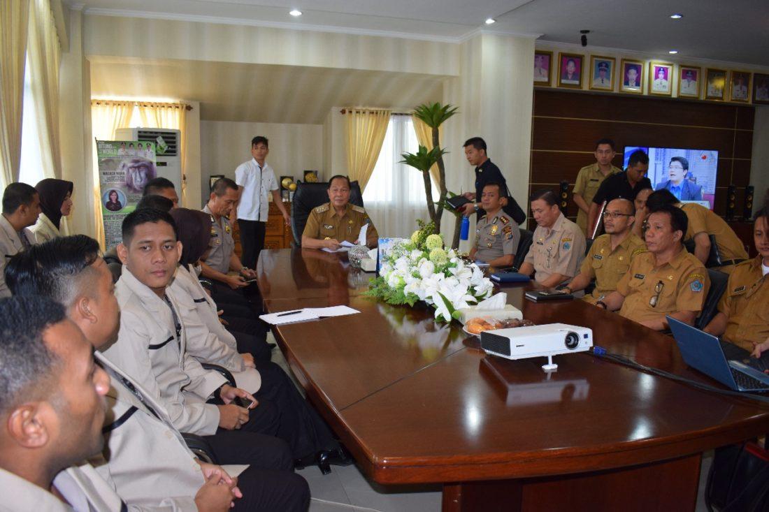 AKRAB: Walikota Bitung Max Lomban bersama mahasiswa STIK-PTIK angkatan 73.(foto:roykerompas)