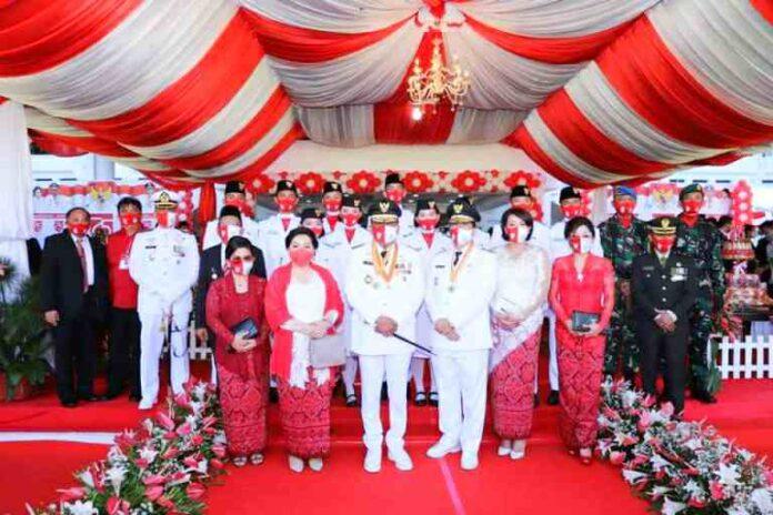 Gubernur Olly Irul Penurunan Bendera HUT RI ke 75