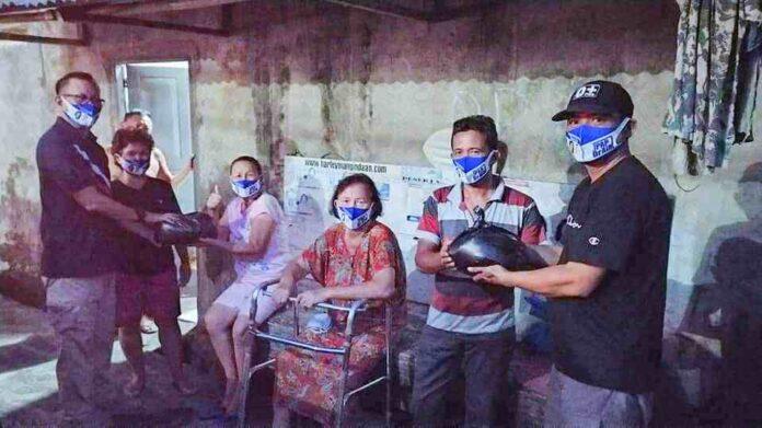 Tim Ai-SIAAP Distribusikan Beras Dan Masker Kepada Warga