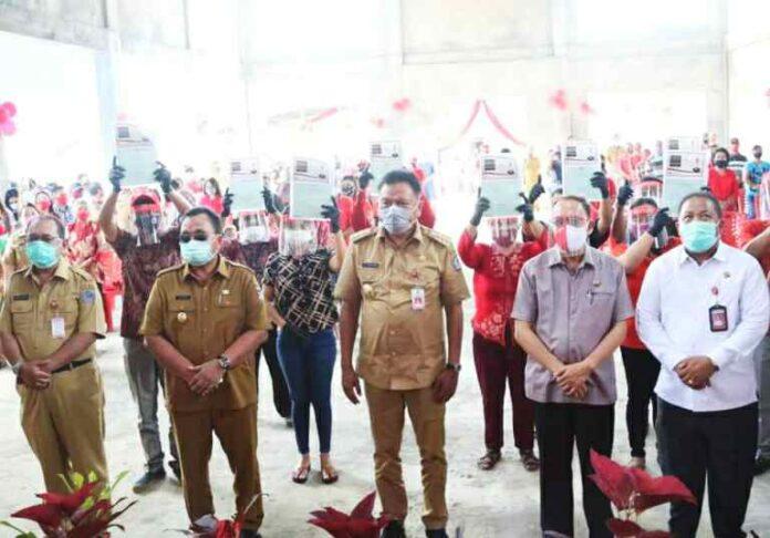 1000 Warga di Empat Desa Tombariri Timur Terima Sertifikat Redis