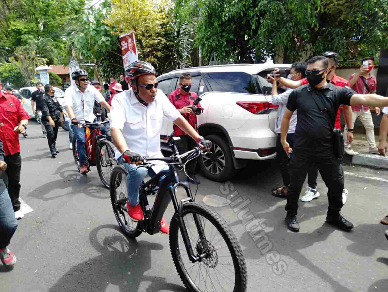 Olly-Steven Naik Sepeda Mendaftar di KPU Sulut