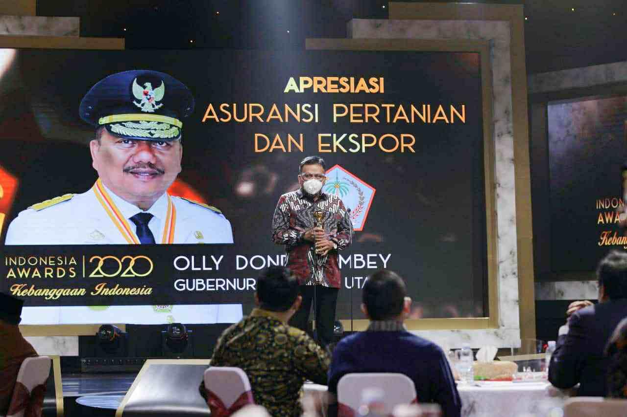 Olly Dondokambey Terima Indonesia Awards 2020