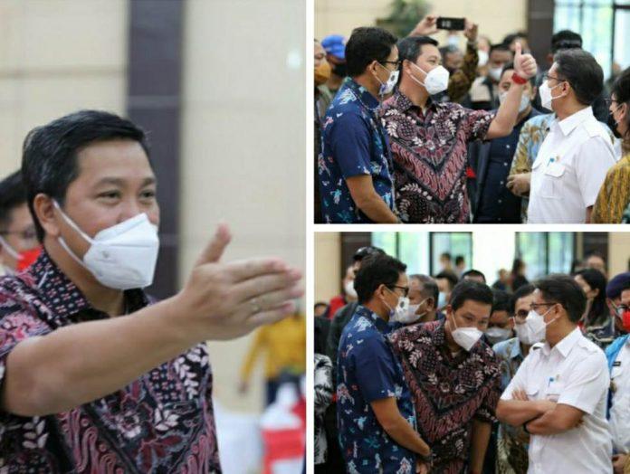 Menkes Budi dan Menparekraf Sandi Uno Tinjau Vaksinasi Pelaku Usaha Pariwisata Sulut