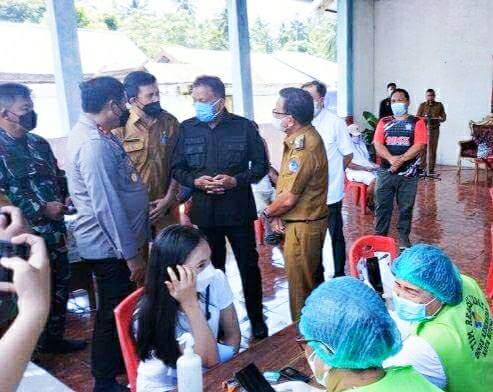 Gubernur Olly dan Wagub Kandouw Tinjau Vaksinasi Warga Bitung