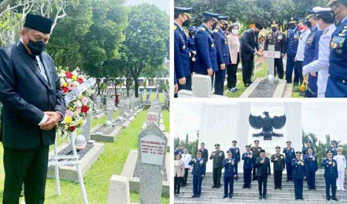 Gubernur Olly Ziarah ke Makam 4 Mantan Gubernur Sulut di TMPN Kalibata